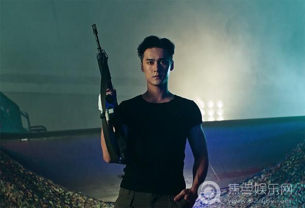 真正的男子汉蒋劲夫持枪威武体力爆棚秀 网友:厉害我的哥